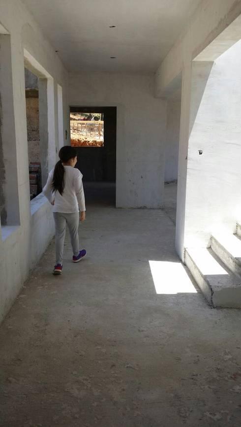 CASA CRUZ SANTELICES: Casas de estilo moderno por AOG SPA