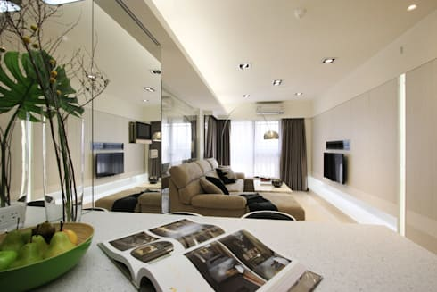 Open House / Kaohsiung:  客廳 by 陳府設計 Chenfu Design