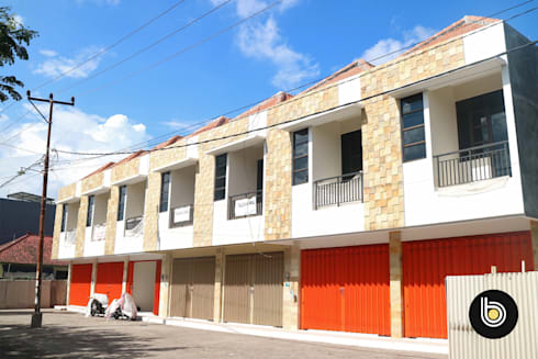 Sanggulan Shophouses:  Kantor & toko by BB Studio Designs