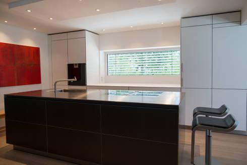 Küchen Aus Edelstahl bulthaup b3 alu grau laminat alpinweiß edelstahl by küchen