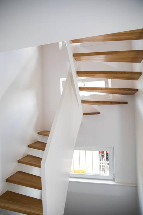 Halbgewendelte Treppe moderne 1 2 gewendelte treppe mit brüstungshohen wangen