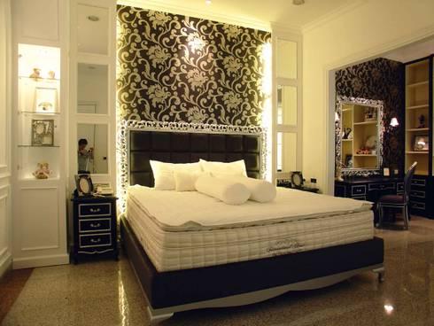 Bed area:  Kamar Tidur by Kottagaris interior design consultant