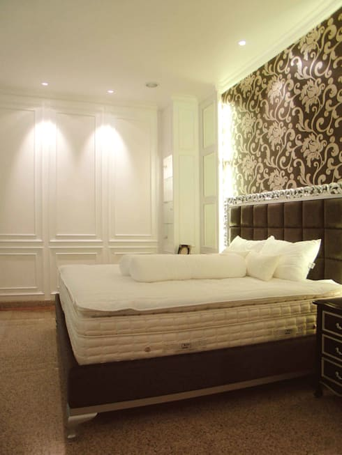 Wall panel:  Kamar Tidur by Kottagaris interior design consultant