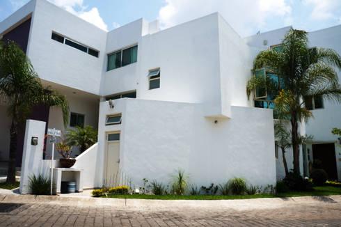 PROYECTO CASA VIOLETAS: Casas de estilo minimalista por CÉRVOL