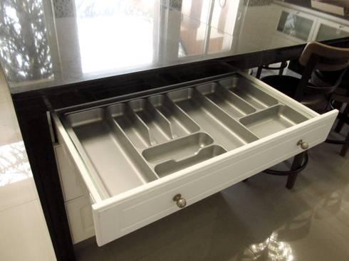 Cajón cuberterto, línea lacada.: Cocina de estilo  por ABS Diseños & Muebles