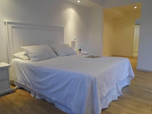 CASA BELLO HORIZONTE: Dormitorios de estilo minimalista por [ER+] Arquitectura y Construcción