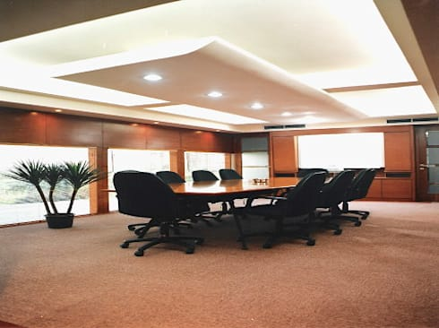 meeting room: modern Study/office by sigmaDKNP