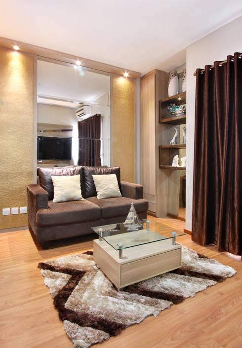 Interior Apartemen Tamansari Semanggi:  Ruang Keluarga by SAKA Studio