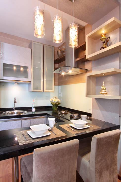 Interior Apartemen Tamansari Semanggi:  Dapur built in by SAKA Studio