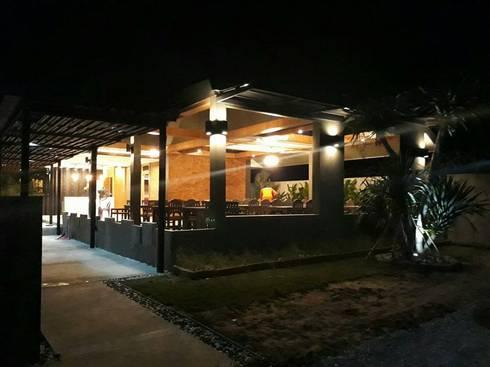 ร้านอาหารสไตล์โมเดิร์นลอฟท์หัวหิน:  ตกแต่งภายใน by Cnc. Interior Design