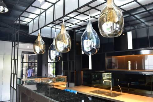 ร้านเบเกอรี่(กลางวัน)แอนด์ ไนท์คลับ ย่านสุุขุมวิท:  ตกแต่งภายใน by Cnc. Interior Design