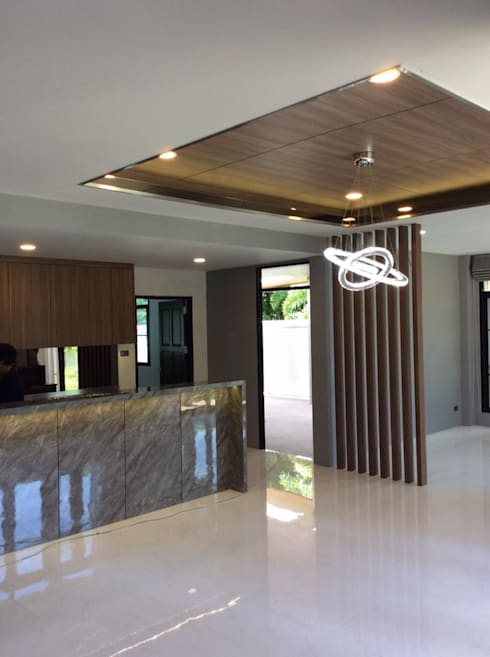 บ้านพักกาญจนบุรี :  ห้องทานข้าว by pyh's interior design studio