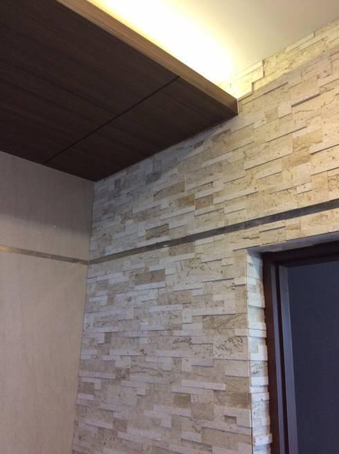 บ้านพักกาญจนบุรี :  กำแพง by pyh's interior design studio