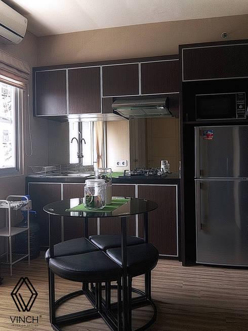 Kitchen Area:  Dapur built in by Vinch Interior