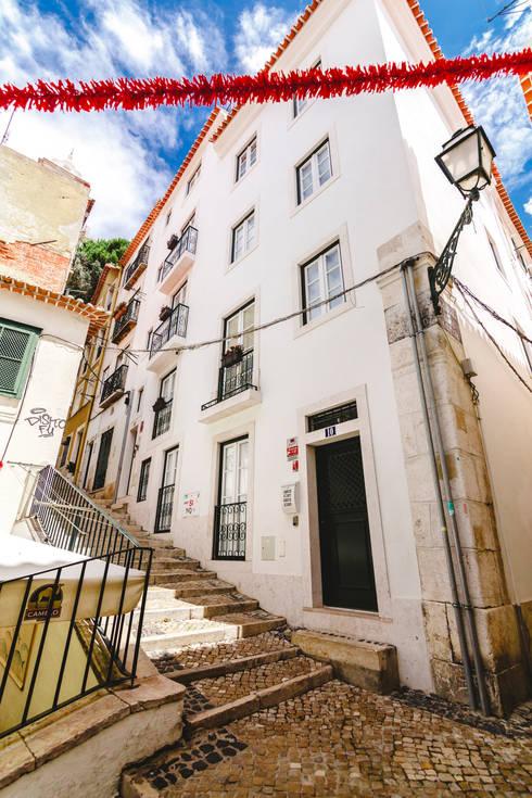 Apartamentos Alfama / Lisboa - Apartments in Alfama / Lisbon: Casas modernas por Ivo Santos Multimédia