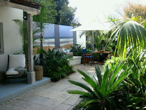 contemporary rustic coastal courtyard: rustic Garden by Young Landscape Design Studio