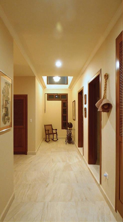 Second level dome: Pasillos y recibidores de estilo  por DHI Arquitectos y Constructores de la Riviera Maya