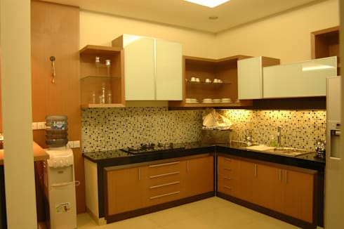 Kitchen Set and Living Room:  Dapur built in by Anantawikrama Studio