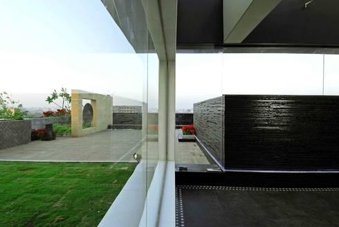 Bandra Residence: modern Living room by SM Studio