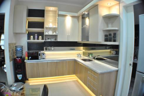 Kitchen Set: modern Kitchen by Anantawikrama Studio
