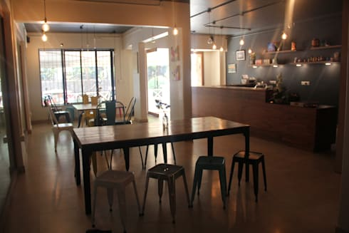 1O8 Cafe & Yoga Room :  Commercial Spaces by Finch Architects