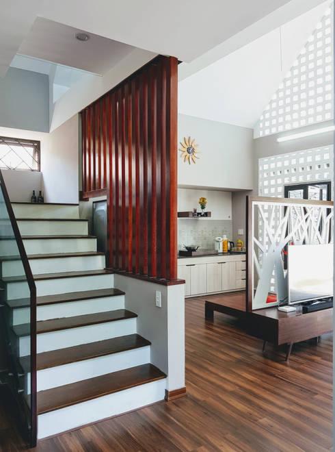 NEW HOUSE:  Hành lang by RÂU ARCH