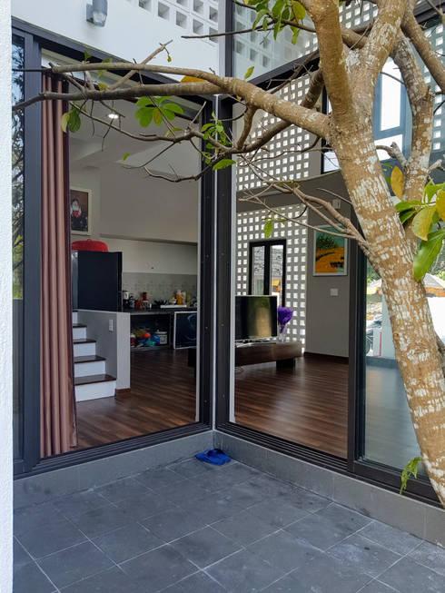 NEW HOUSE:  Nhà vườn by RÂU ARCH