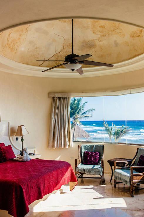 Villa Escapar: Recámaras de estilo  por DHI Riviera Maya Architects & Contractors