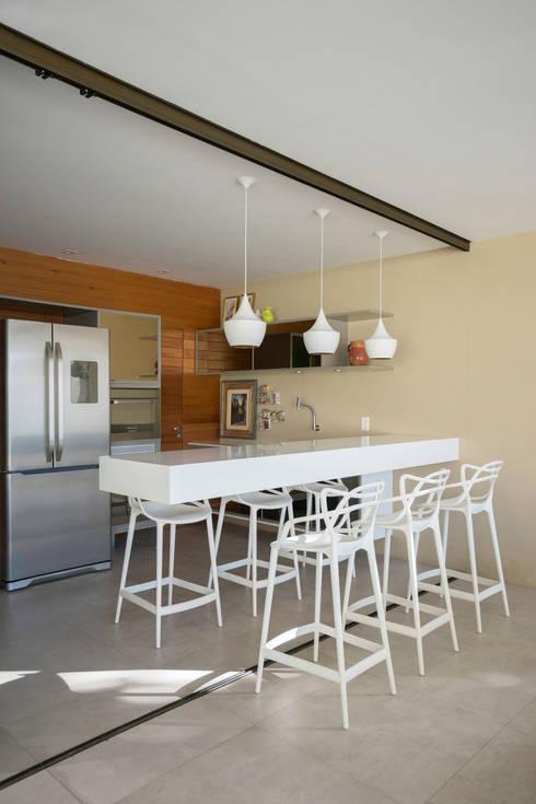 Projekty,  Kuchnia zaprojektowane przez Julice Pontual Arquitetura