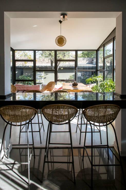 Atractiva Oficina · Barrio Italia: Oficinas y Comercios de estilo  por Francisco Vicuña Balaresque