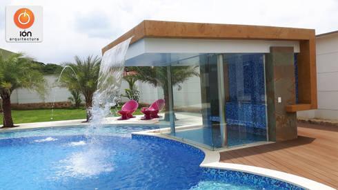 PISCINA CASA LA ENCANTADA: Spa de estilo minimalista por ION arquitectura SAS