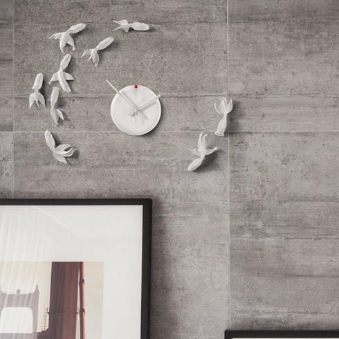 Haohsi Goldfish Clock Goodluck Nonstop: modern Living room by Just For Clocks