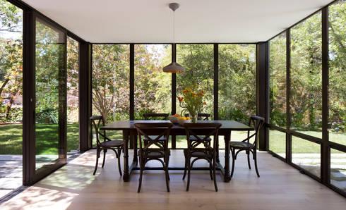 Creekside Residence: modern Living room by Feldman Architecture