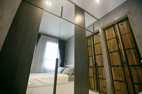 Cipaganti Studio House:  Kamar Tidur by INK DESIGN STUDIO