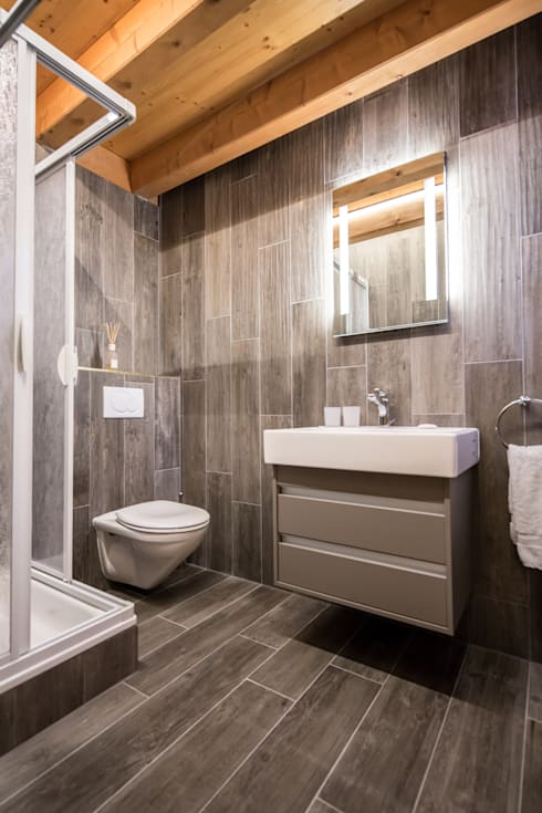Bathroom:  Bathroom by Prestige Architects By Marco Braghiroli