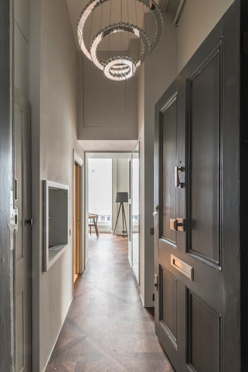 Bachelor Pad - Hyde Park:  Corridor & hallway by Prestige Architects By Marco Braghiroli