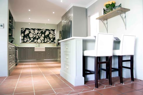 Burton Ave: classic Kitchen by House Couture Interior Design Studio