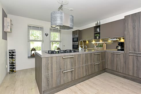 Home staging Portfolio: modern Kitchen by Miranda Home Staging and Photography