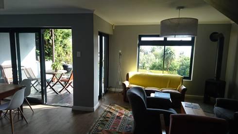 Acorn Close: modern Living room by Alex Jordaan Construction