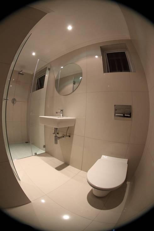 Tamboershof: modern Bathroom by Alex Jordaan Construction