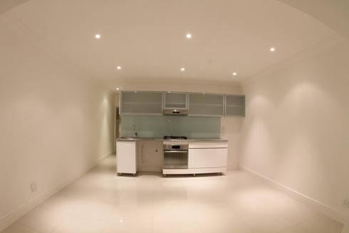 Tamboershof: modern Living room by Alex Jordaan Construction