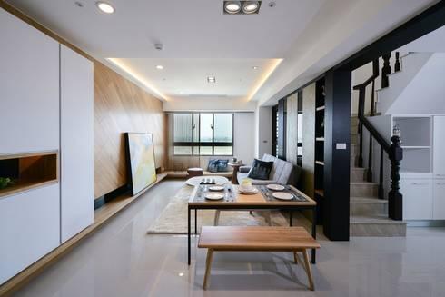 餐廳與客廳:  餐廳 by 見本設計