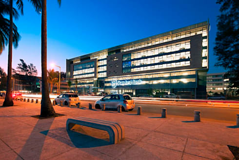 Standard Bank Maputo Offices:  Office buildings by Elphick Proome Architects