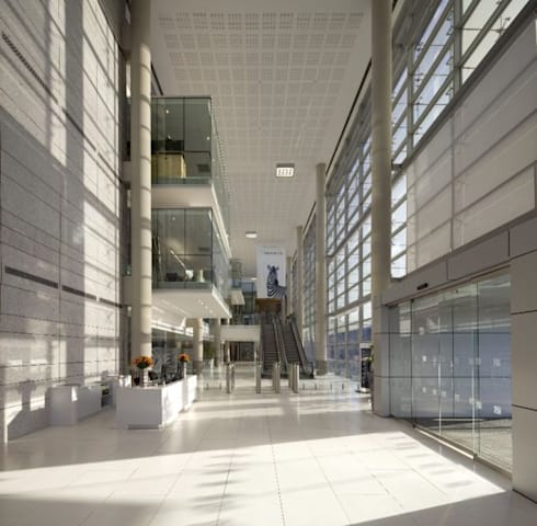 Investec Regional Head Office:  Office buildings by Elphick Proome Architects