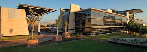 Standard Bank Regional Head Office:  Office buildings by Elphick Proome Architects