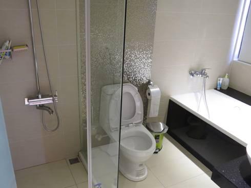 品味溫馨舒適機能性規劃:  浴室 by 登品空間規劃工程有限公司