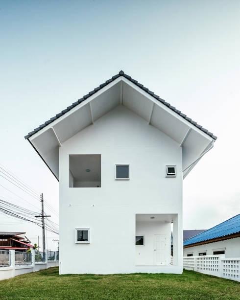 บ้านพักพระคาทอลิค จอมทอง เชียงใหม่:  อาคารสำนักงาน by Needs Natural Studio