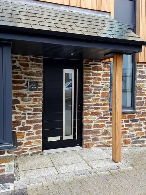 Puertas de entrada de estilo  por RK Door Systems