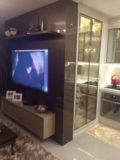 Apartamento en Itajaí Brasil: Salas de estilo moderno por MBdesign