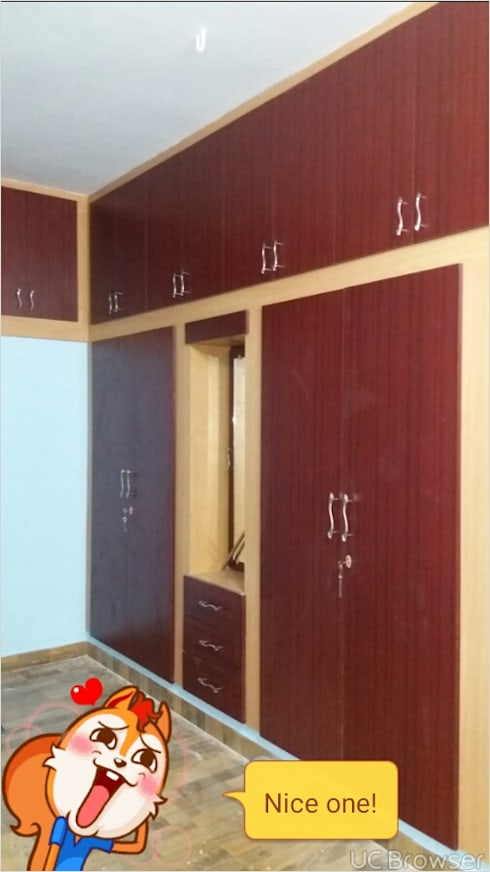 wardrobe : classic Bedroom by sms interior  decorators